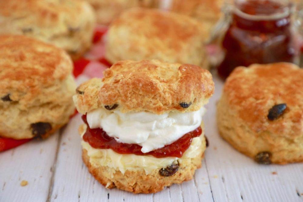 Raisin / Sultan Scone with Jam and Cream